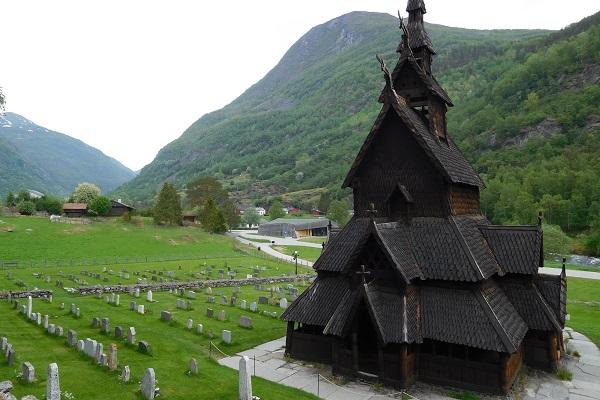 vidaedu testemunho estagio hotelaria noruega igreja viking em Borgund