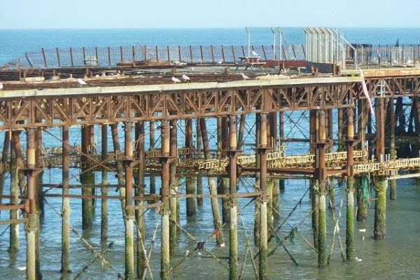 abgebrannter Pier in Hastings