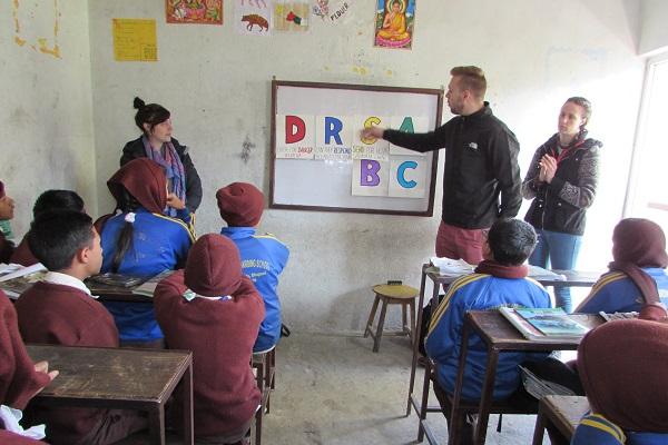 vidaedu teaching children voluntariado internacional nepal
