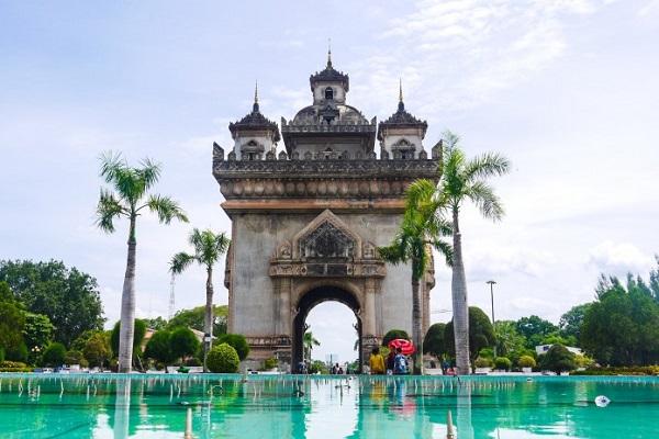 vidaedu vientiane monumento vitoria laos