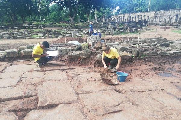 Vidaedu voluntario preservacao templo banteay chhmar asia cambodja