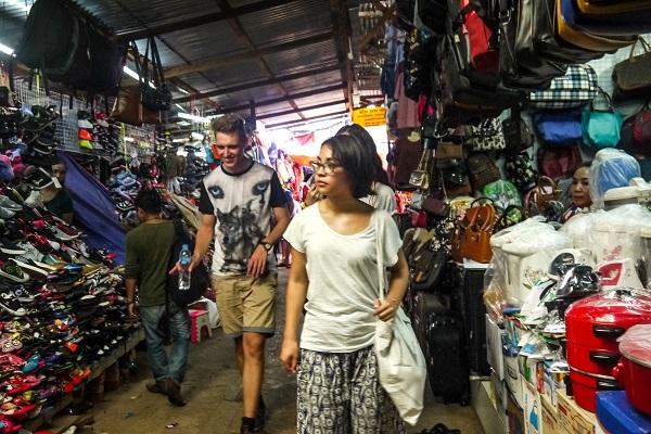 vidaedu voluntariado semana cultural market in Vientiane laos