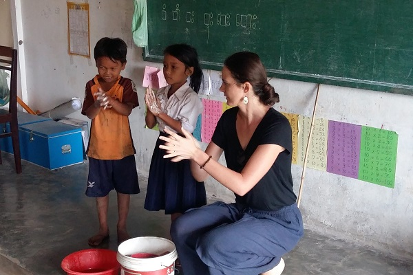 vidaedu volunteer saude scholl criancas cambodja