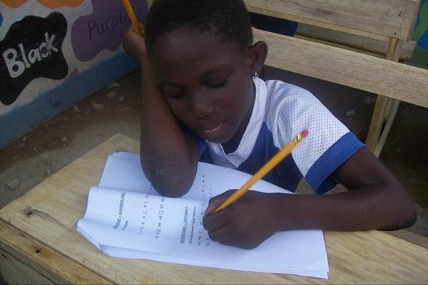 vidaedu volunteer unternational child writing gana africa