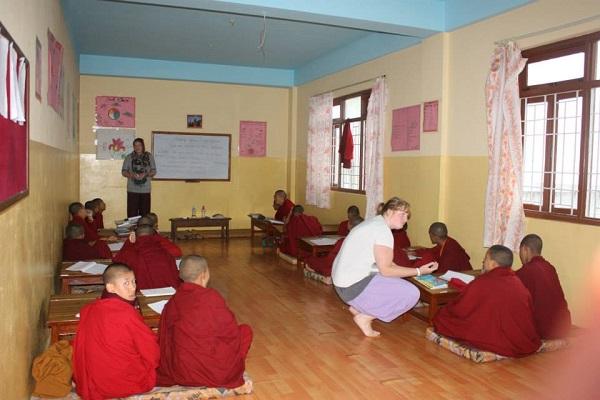 vidaedu voluntariado monastery teaching monges nepal